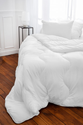 Ref CARESSE 375 - couette microduvet, enveloppe microfibre 100% polyester, tissu effet seersucker