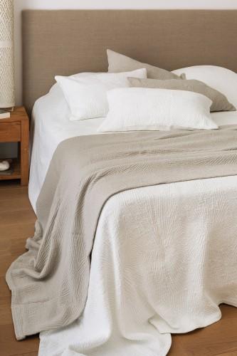 Dessus de lit et coussins en coton et mélangé